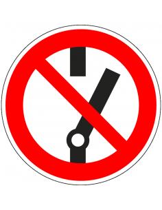 pictogram verboden in te schakelen, rood wit, rond, ISO 7010, P031