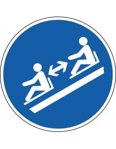 pictogram afstand houden op slee, blauw wit, rond, ISO 7010, M052
