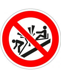 pictogram niet tegen slee botsen, rood wit, rond, ISO 7010, P047